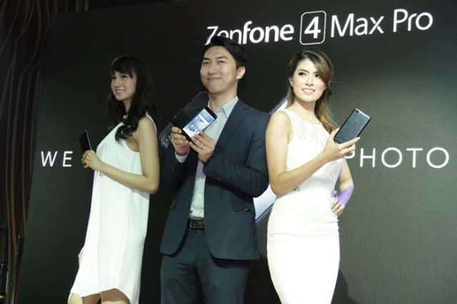 Galip Fu with Models Showing ZenFone 4 Max Pro