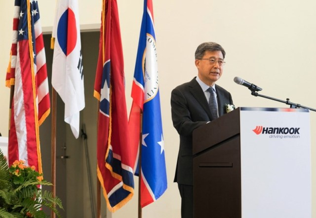 Photo 3. Welcom Speech_Chairman Suh