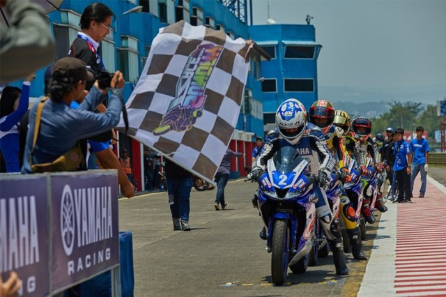 All new R15 Yamaha Sunday Race 2017