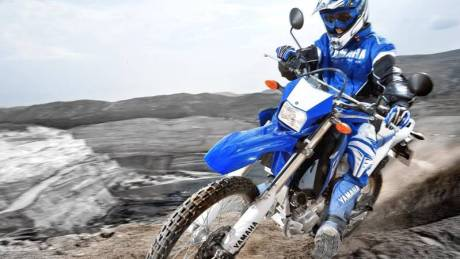 2014-Yamaha-WR250R-EU-Racing-Blue-Action-001