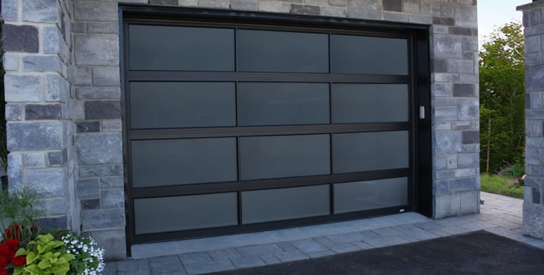 Modern garage door on a contemporary home
