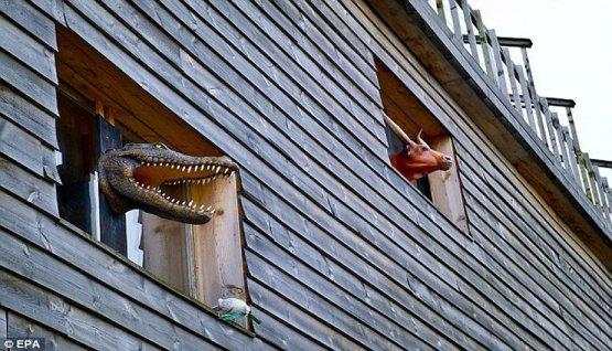 FOTOS: Carpintero construye réplica a tamaño real del Arca de Noé