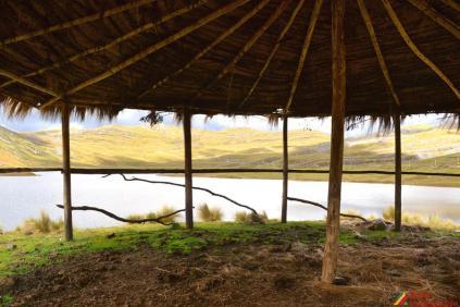 Otra vista desde las chozas en la Laguna de Huachucocha