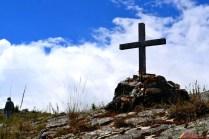 Una cruz símbolo de fe y de festividades en Illauro