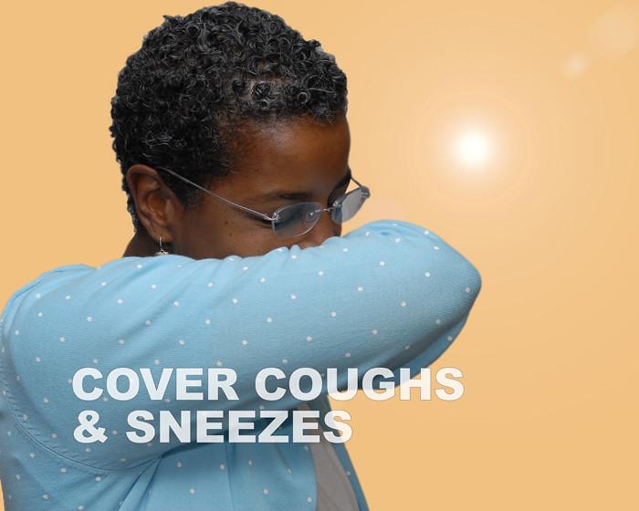 Estornudar o toser con el ángulo interno del codo