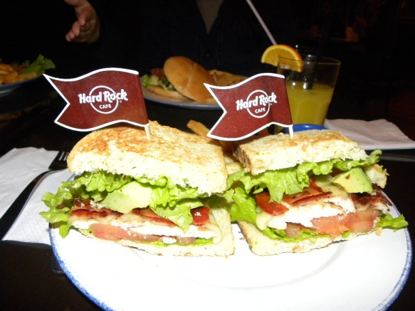 Chicken sandwich with avocado / Buenos Aires