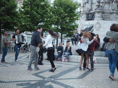 Brasileiros dançando forró