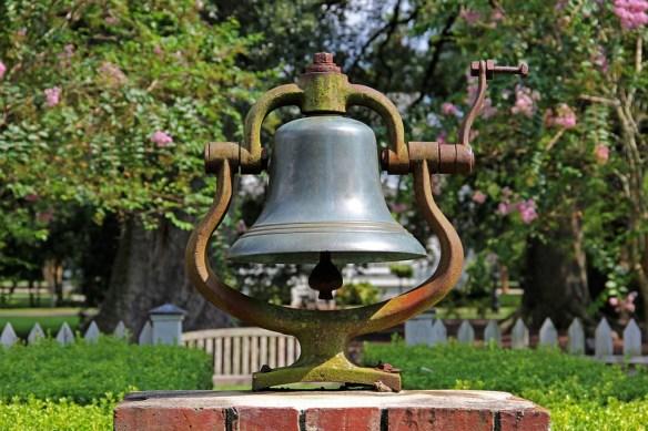 bell-186310_960_720