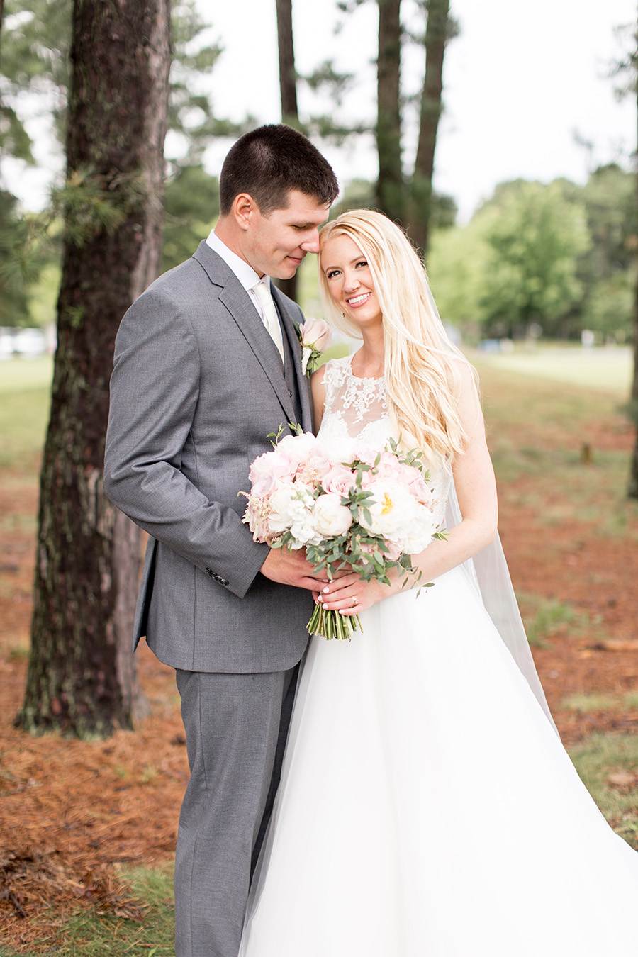 wedding couple outside blue heron golf club