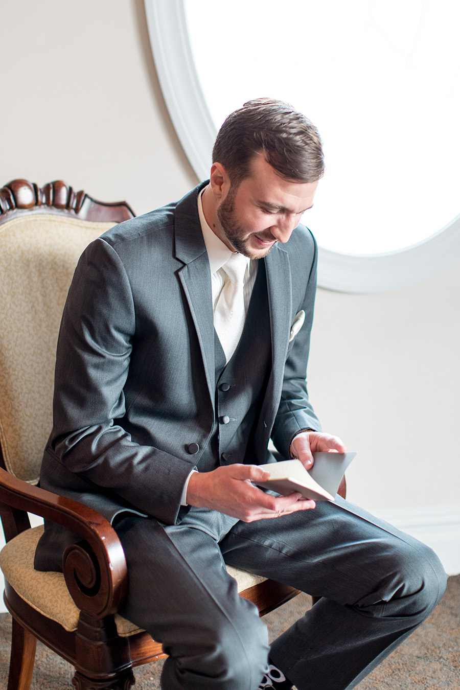 reading letters on the wedding day