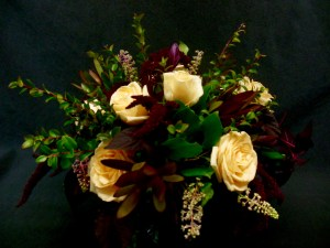 picture of arrangement of peach-butter Roses and dark red Amaranth