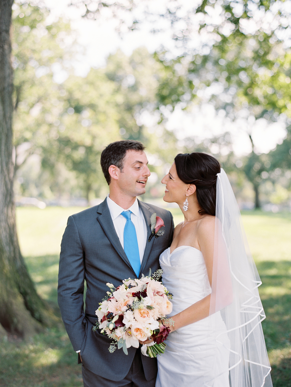 Real Wedding Miriam And Amit Museum Wedding Petals Edge Floral