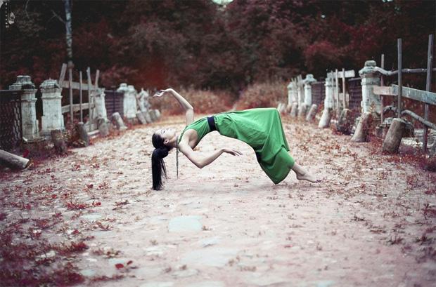 Surreal Photos of Women Floating in Zero Gravity by Nikolay Tikhomirov zero gravity nikolay 13