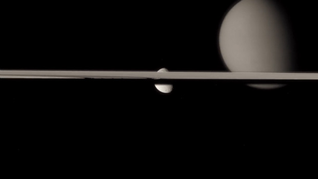 Moving Footage of Saturn Created Using Thousands of High Res Photos Cassini Waltz Shot