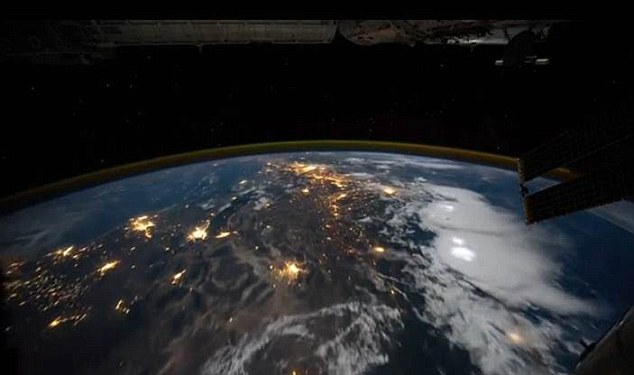 Lightning Storms Photographed From High Above in Space article 2061084 0EC9E47600000578 238 634x375