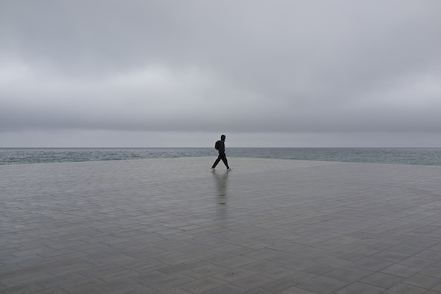 Minimalist Photos of Overcast Sunrises Over the Barcelona Sea grey3