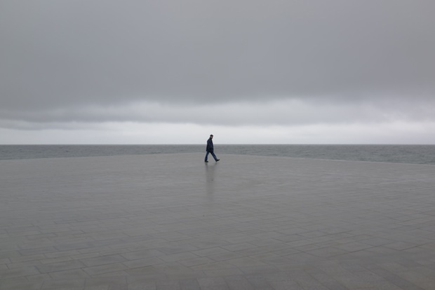 Minimalist Photos of Overcast Sunrises Over the Barcelona Sea grey4