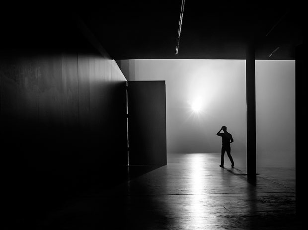 Photographer Uses Light and Shadows to Frame Human Forms in the City manonearth 8