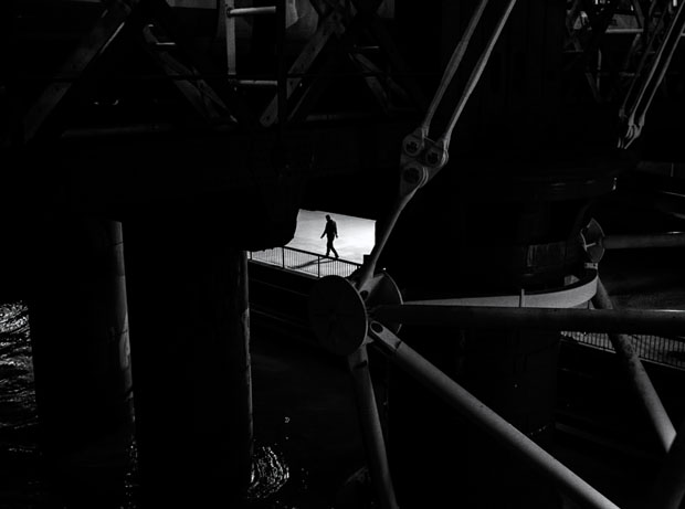 Photographer Uses Light and Shadows to Frame Human Forms in the City manonearth 9