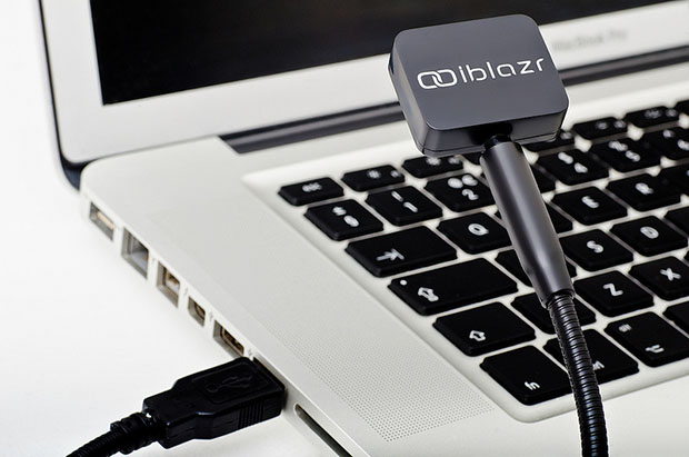 iblazr is a Synched External Flash Unit for Smartphone and Tablets recharge