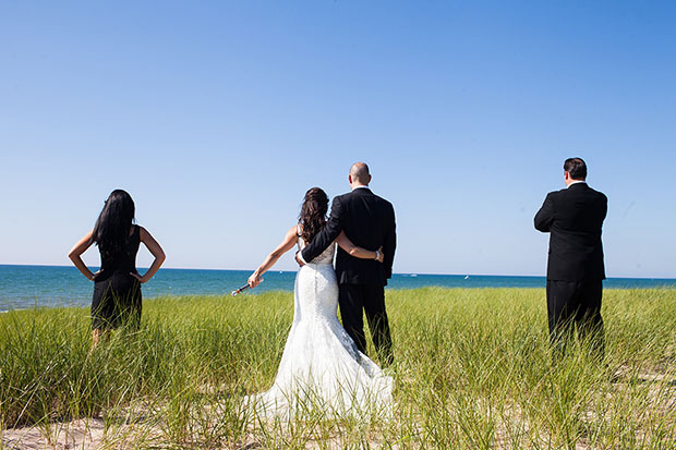 Star Wars themed Wedding Photo Shows Newlyweds Battling the Empire starwarsweddingorig
