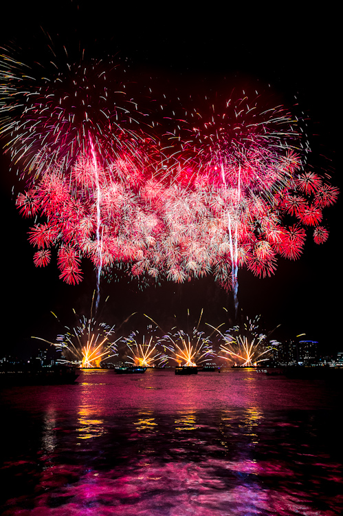 Beautiful Firework Photographs Captured Using Clever Camera Techniques Yokohama Fireworks PP 14