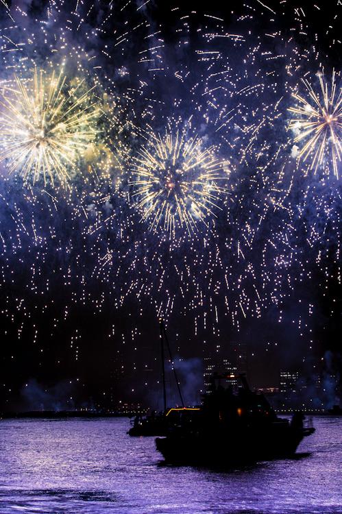 Beautiful Firework Photographs Captured Using Clever Camera Techniques Yokohama Fireworks PP 3