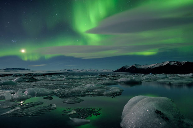 Beautiful Photos of Auroras Shimmering Over Iceland by Stéphane Vetter auroraphoto 14