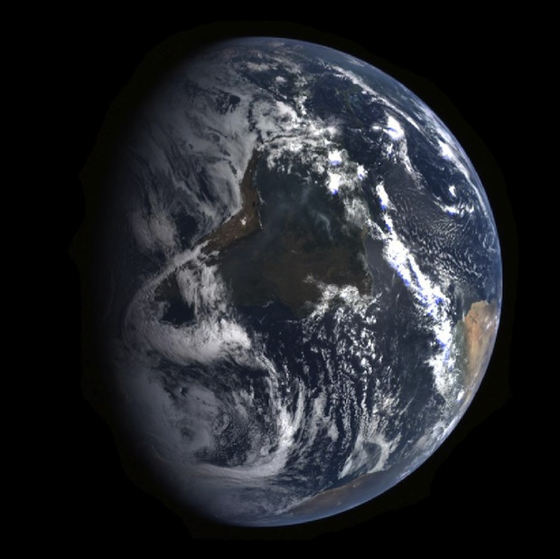 Amazing Time Lapse of Earth Captured by Spacecraft Leaving Our Planet messenger1