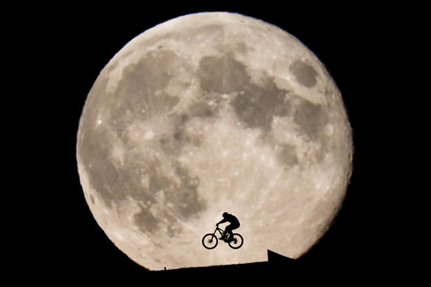 This ET Inspired Photo of Biker Rising In Front of the Moon Was Not Shopped moon8