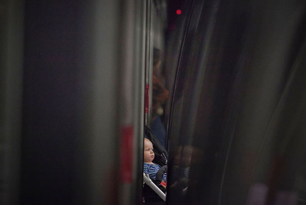 Slices of Life: Commuters Framed by the Gap Found in Subway Stations pleasemindthegap 15