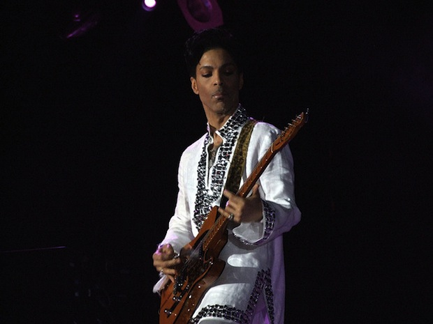 Prince Joins Increasing Number of Artists Banning Photography at their Concerts prince1