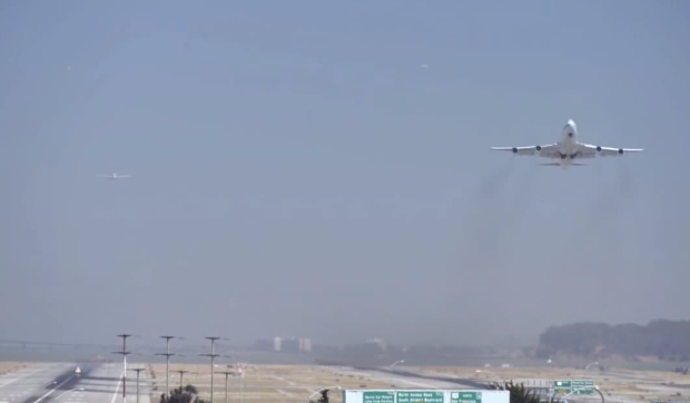 Frantic San Francisco Airport Time Lapse Makes Planes Look Like Little Toys sfoairport1