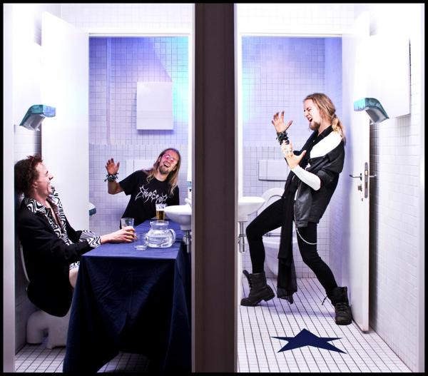Toilet Diaries Turns Joint Bathrooms Into a Never Ending Source of Photo Humor toiletdiaries19