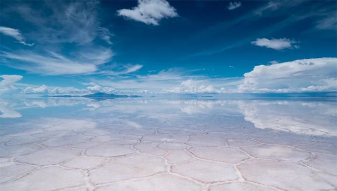 A Time-Lapse of the World's Largest Salt Flat, Where the Earth ...