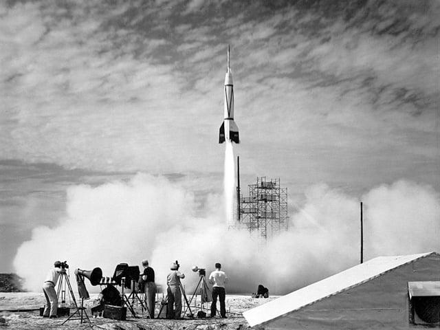 Foto Peluncuran Cape Canaveral Pertama