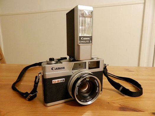 A Canonet GIII-17 with Canon flash unit. (Photograph by jvanderwees)