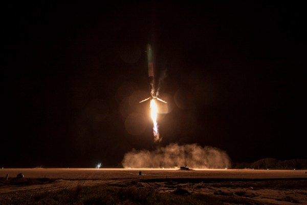 Long-Exposure Photos of the Historic SpaceX Rocket Launch ...