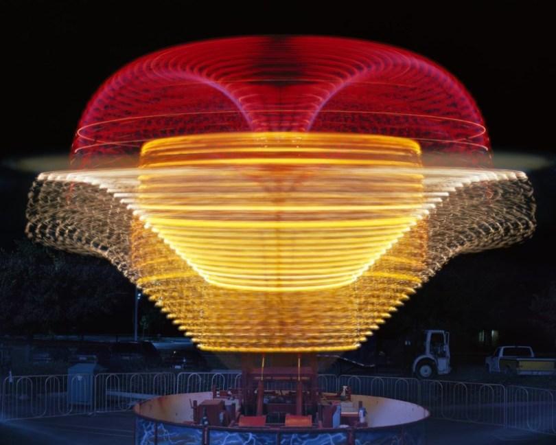 852 18 Vail TornadoWEB20000 800x640 - Fotos sensacionais tiradas em parque de diversões utilizando longa exposição