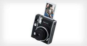 """Fujifilm presenta la fotocamera Instax Mini 40 e la mini pellicola """"Contact Sheet"""""""
