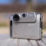 25 anni dopo: rivisitazione della DSC-F1, la prima fotocamera digitale di Sony