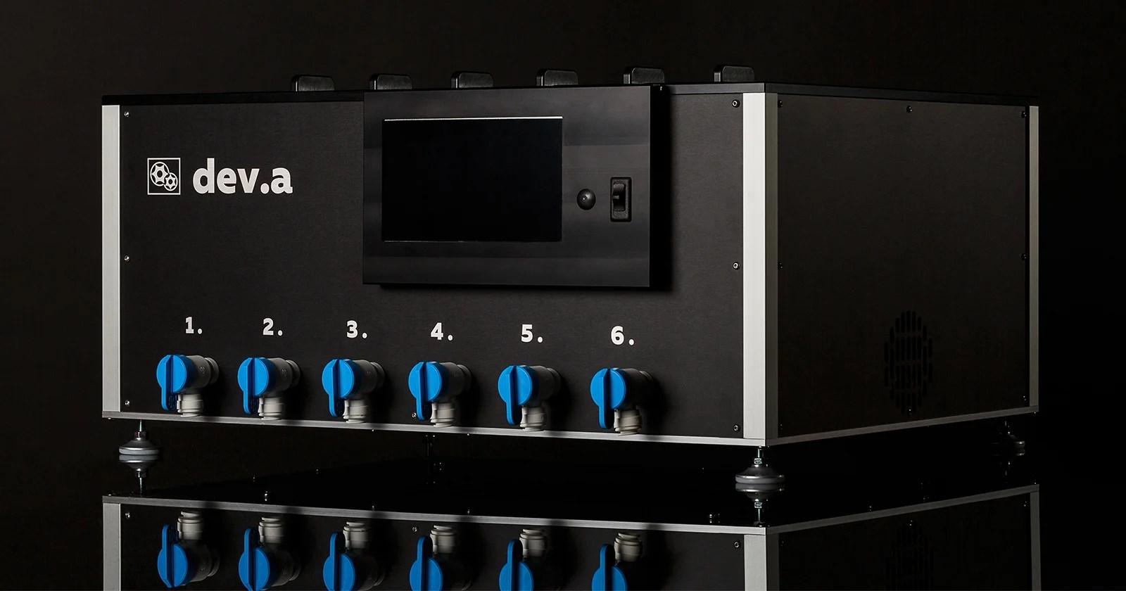 Il Dev.a è un processore cinematografico professionale compatto e completamente automatico per l'uso domestico