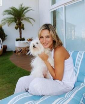 Claudia Leite e seu cachorro maltes