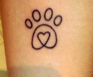 Pata de cachorro tatuagem no braco