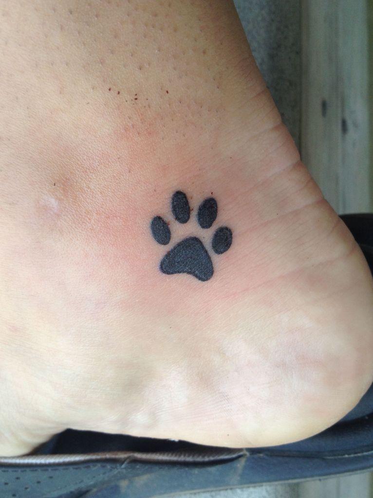 Tatuagem de Patinhas de Cachorro