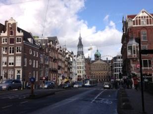ถนนที่มุ่งเข้าสู่ศูนย์กลางของเมือง Amsterdam
