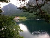 ทะเลสาบ Schwansee (Swan Lake) ที่ตั้งอยู่ข้างๆปราสาท Neuschwanstein ที่มาของบทละครบัลเลต์เรื่อง Swan Lake ของ Tchaikovsky