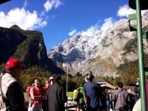 ภูเขาหิมะด้านหลังคือภูเขา Watzmann ที่เราเห็นตอนนั่งรถมานี่เอง