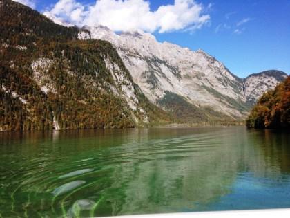 มองย้อนกลับไปยังทะเลสาบ Königssee