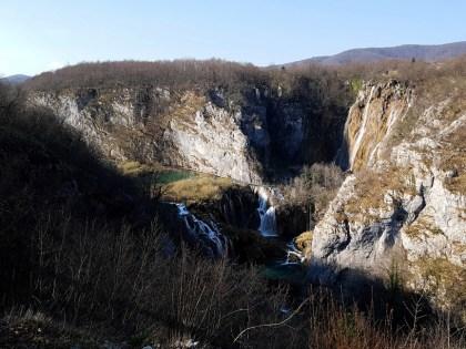 สิ่งแรกที่จะได้เห็นหลังจากที่เดินเข้ามาทางทางเข้าหมายเลข 1 เลยก็คือน้ำตก Great Waterfall ขนาดใหญ่